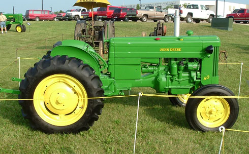 A John Deere 40U at the 2-cylinder Expo